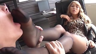 Attracting Japanese amateur gets say no to feet licked and rides a large dick